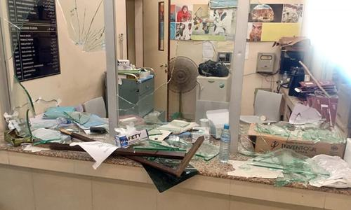 Mob vandalises JPMC ward after hospital's refusal to hand over Covid-19 patient's body