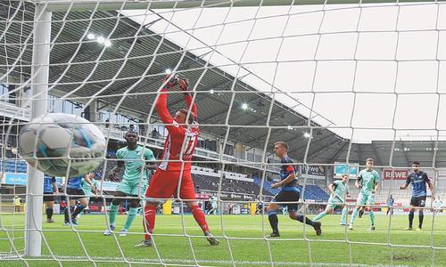 Dortmund keep Bundesliga title challenge alive