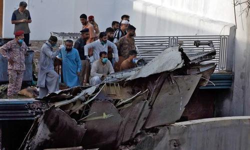 طیارہ حادثہ: وفاقی حکومت کی تحقیقاتی ٹیم کا جائے وقوع کا دورہ