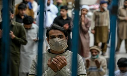 کورونا وبا: پاکستان میں 56 ہزار سے زائد متاثرین، اموات 1164 ہوگئیں