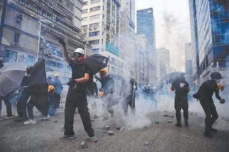 ہانگ کانگ کی چیف ایگزیکٹو کی غیرملکی سرمایہ کاروں کو تحفظ کی یقین دہانی
