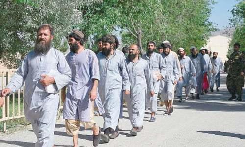 افغانستان: جنگ بندی کے آخری روز مزید سیکڑوں طالبان قیدی رہا