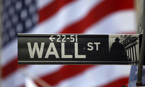 Wall Street mixed as leaderboard flips