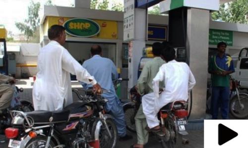 کراچی میں چوتھے روز بھی پیٹرول کی قلت سے شہری پریشان
