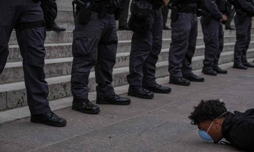 امریکا میں سیاہ فاموں کے حقوق کے لیے ہونے والی جنگ کی داستان