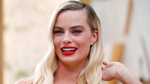 Margot Robbie will star in female-centric Pirates of the Caribbean