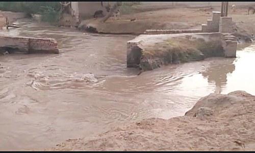 Dyke breach causes flooding in fields near Tangwani