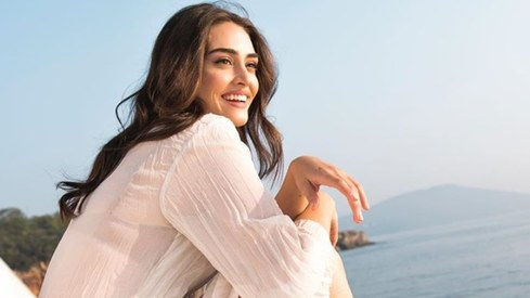 Esra Bilgiç is willing to collaborate with more Pakistani brands