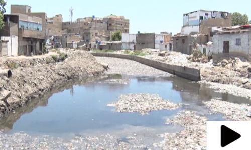 کراچی میں بارش سر پر آگئی لیکن نالے بروقت صاف نہ ہوسکے
