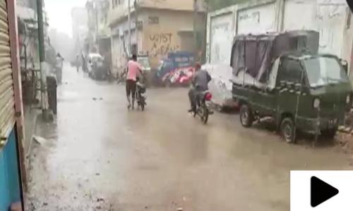 بارش کے باعث کراچی کے مختلف علاقے زیر آب