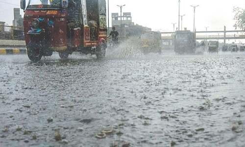 کراچی کے مختلف علاقوں میں دوسرے روز بھی بارش