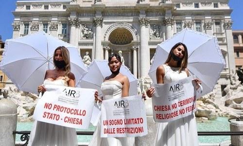 شادی تقریبات پر پابندی کے خلاف دُلہنوں کا انوکھا احتجاج