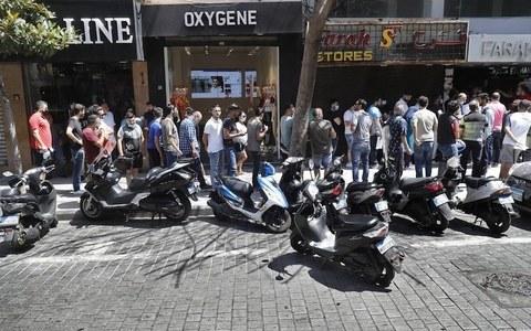 معاشی بحران سے لبنانی کرنسی گراوٹ کا شکار، ڈالر کیلئے لمبی قطاریں