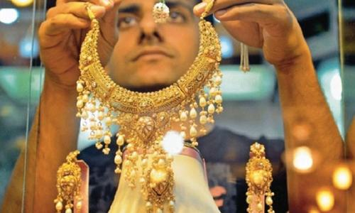 سونے کی فی تولہ قیمت مزید 400 روپے بڑھ گئی