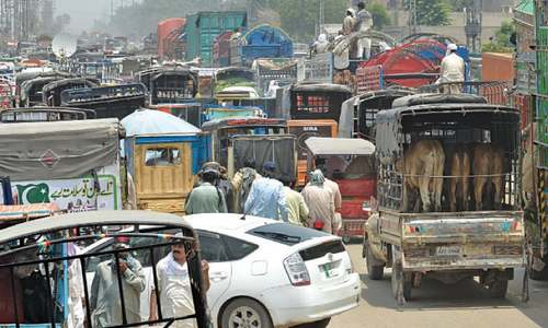 Multan Road remains blocked for several hours: Covid-19 SOPs make cattle trading troublesome
