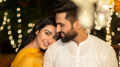 Falak Shabir says he proposed to Sarah Khan right after their second meeting