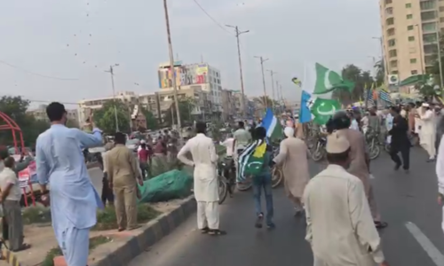 Nearly 40 injured in grenade attack on JI rally in Karachi