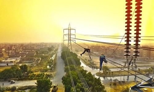 کراچی میں شدید گرمی، لوڈشیڈنگ نے عوام کا برا حال کردیا