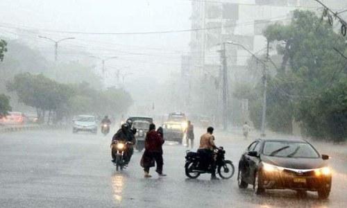 کراچی میں شدید گرمی کے بعد تیز بارش سے موسم خوشگوار