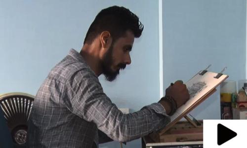 مائیکرو پینٹنگ کا ماہر نوجوان پاکستان کا نام روشن کرنے کے لیے پر عزم