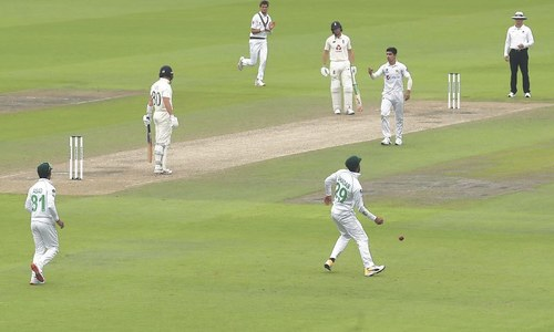 Yasir triggers England collapse as Pakistan maintain grip