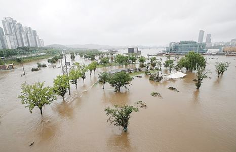 30 die in S. Korea as rain triggers floods