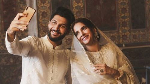 Bilal Saeed, Saba Qamar apologise for video shoot at Wazir Khan mosque
