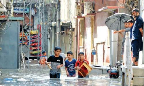 Heavy rain raises water level in Leh Nullah, drains