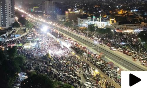 کراچی میں جشن آزادی کے موقع پر شاندار آتش بازی کا مظاہرہ