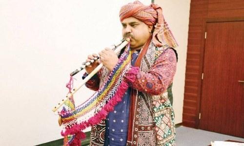 پاکستانی فنکار کا 'الغوزہ' پر قومی ترانہ بجا کر وطن سے محبت کا منفرد اظہار