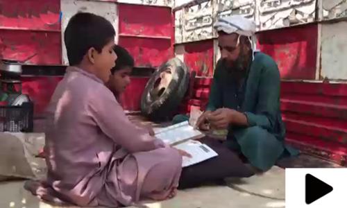 جہلم میں مکان سے محروم ڈرائیور نے گاڑی کو ہی گھر بنا لیا