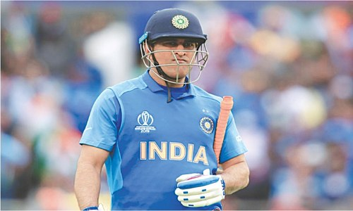 Dhoni quits international cricket, to play IPL