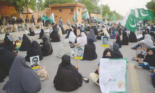 Sit-in against 'enforced disappearances' of Shia persons ends on minister's assurances