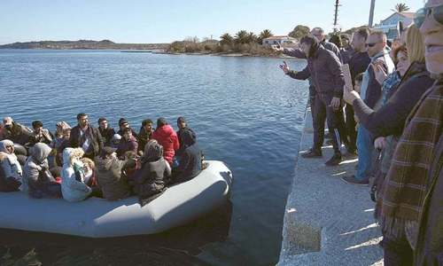 Greece pushing migrants back to sea, says UNHCR