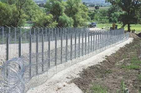 Serbia quiet on fence building near border