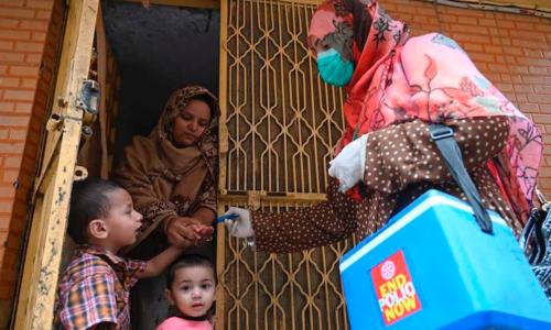 انسداد پولیو مہم میں 130 اضلاع کے 3 کروڑ سے زائد بچوں کو قطرے پلائے گئے، این ای او سی