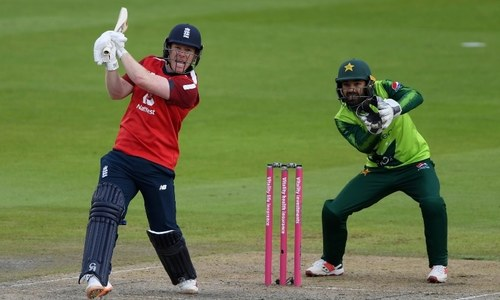 Masterful Morgan leads England to victory in record chase against Pakistan