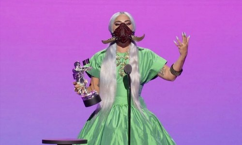 کورونا کے باوجود ایم ٹی وی میوزک ایوارڈ کی تقریب