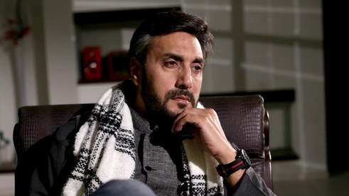 Adnan Siddiqui plays the flute to honour Pakistan Air Force