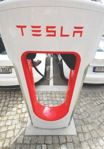 Fast electric car charging launched in Berlin