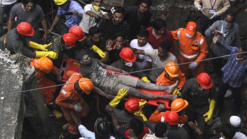 بھارت میں 3 منزلہ عمارت منہدم، 10 افراد ہلاک
