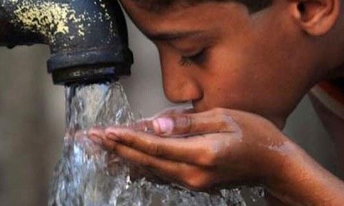 کراچی میں پانی کے باعث پیدا ہونے والی بیماریوں کے پھیلاؤ کا خطرہ
