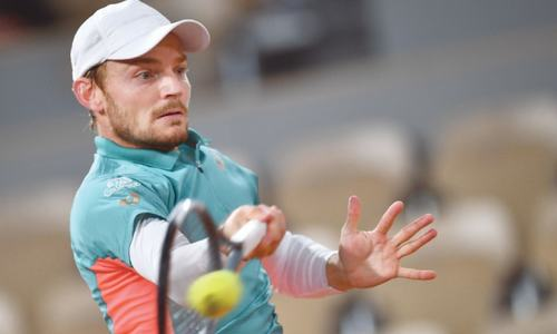 Stars lament as cold and rain spark French Open revolt