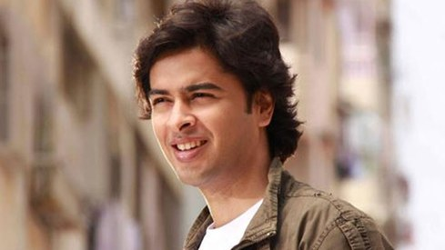Shehzad Roy set to make his acting debut with Alif Noon remake