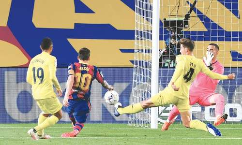 Messi scores in first game since transfer row as Barca thump Villarreal
