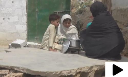 کراچی میں حالیہ بارشوں سے متاثرہ بے گھر خاندان