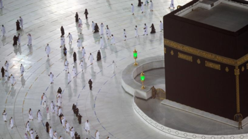 First group of pilgrims perform Umrah in Makkah after 7-month curb