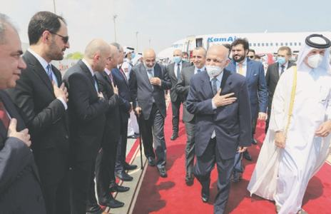 Afghan president arrives in Qatar amid peace talks