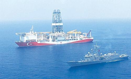Greece, Turkey draw in allies in Mediterranean war games