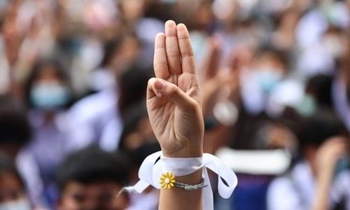 Embattled Thai premier recalls parliament as thousands protest again